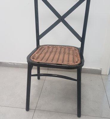 כיסא נערם איקס שחור מגולוון